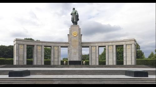 Berlin - Sovjet War Memorial