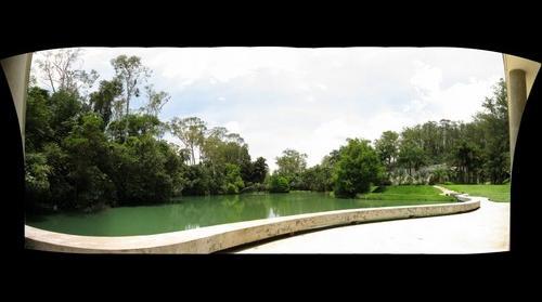 Lago da Galeria True Rouge - Inhotim