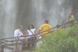 more people checkin out the falls