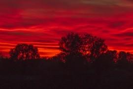 Vörös az ég alja