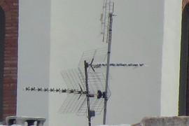Antenas delante del Depósito