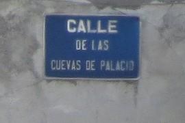 Calle de las Cuevas de Palacio