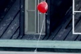 Hey...the Royal baloon is flying away