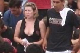 Nice cleavage!