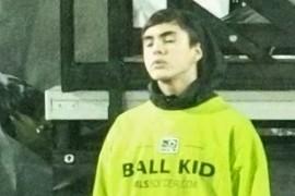 Ball kid HEADS UP