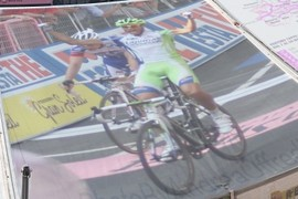 Eros Capecchi, winner of the stage, while crossing the finish line