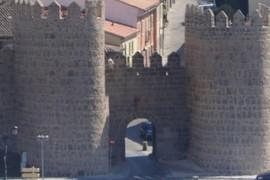 Puerta del Puente Adaja